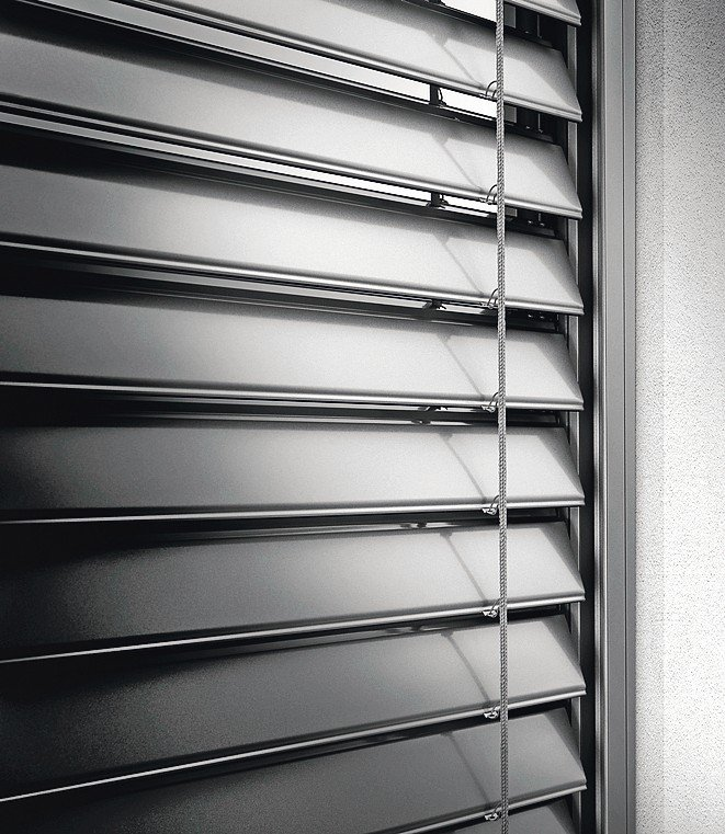 Flache Lamellenform für den Sonnenschutz. Bild: Roma