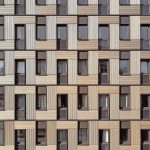 Lochfasse mit übereinandergelagerten Holzpaneelen. Bild: Thomas Ebert