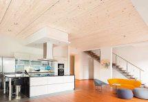 Massivholz mit veredelter Oberfläche: best wood CLT besteht aus mindestens drei Lagen kreuzweise verleimter Massivholz-Platten. Bild: best wood Schneider