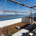 Insgesamt 36 thermisch entkoppelte Balkone mit Flächen zwischen 8 und 17 m² vermitteln das Gefühl, über dem Vierwaldstättersee zu schweben. Bild: Patrick Lüthy/Imagopress