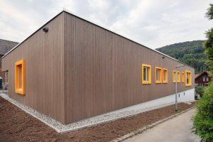 Beim Neubau eines Kindergartens in Künzelsau kam ein emissionsarmes Komplettsystem zur Absperrung von Restfeuchte auf Zementestrich zum Einsatz. Bild: Uzin