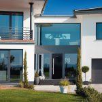 Objektspezifische Fensterlösungen: Vielfalt an Materialien, Profilen, Formen und Farben. Bild: Kneer-Südfenster