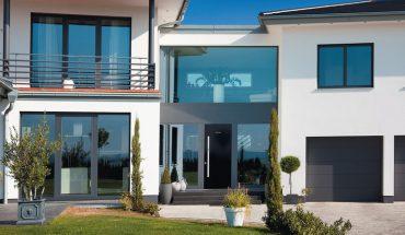 Objektspezifische Fensterlösungen: Vielfalt an Materialien, Profilen, Formen und Farben: Vom Designfenster bis zum Klassiker
