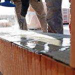 Neue Verarbeitungswege: Dank des Einsatzes moderner Mörtelpads ließen sich hochwertige Ziegelwände schnell und staubfrei errichten. Bild: Unipor, München