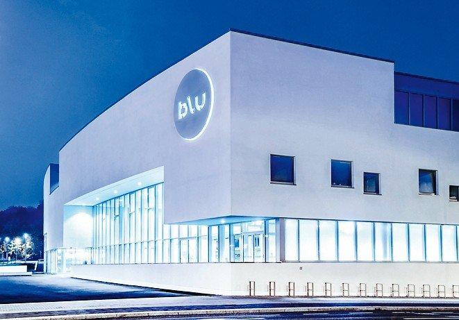 """Das """"Blu"""" in Potsdam: Der kompakte, im Grundriss nahezu quadratische Baukörper umfasst Freizeitbad, Sportbad sowie Wellnessbereich. Bild: Kathrin Paulus, Stadtwerke Potsdam"""