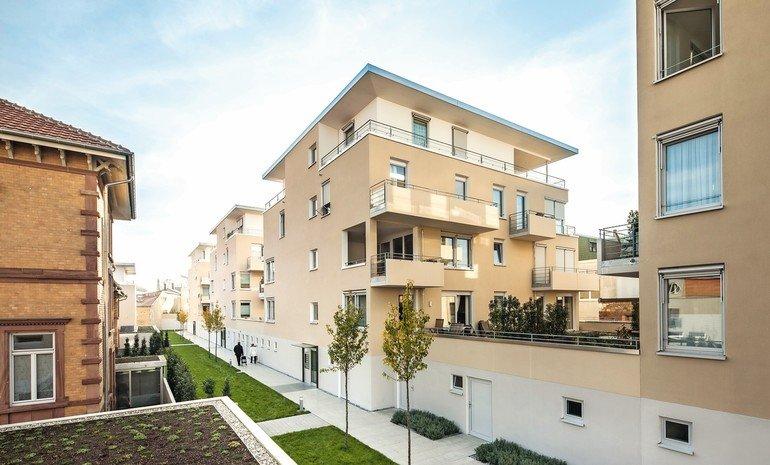 Blockrandbebauung mit Einzelhäusern: Grüne Wohnhofgärten in Landau. Bild: Wienerberger/Johannes Vogt
