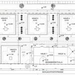 Grundriss: Sieben neue Einzelhäuser und das Bestandsgebäude gruppieren sich entlang des Wohnhofs in zentraler Achse und führen den typischen Stadtgrundriss aus Straße, Haus und Hof mit deutlich erkennbaren Blockrandlinien fort. Zeichnung: Arnold Architekten