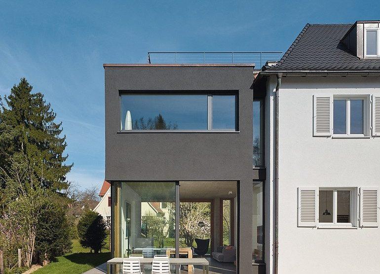 Schwarze Fassade für Erweiterungsbau in Stuttgart