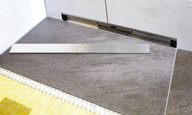 Bodengleiche Duschen: Durchgängig gefliester Duschboden. Bild: Dural