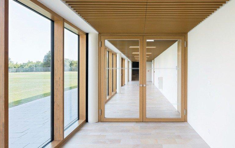 Massivholz-Rahmentüren: Filigrane Profile und großflächige Verglasungen