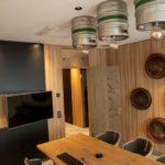 Ein Besprechungsraum im Raiba Center in Anlehnung an die historischen Schwabacher Bierbrauereien. Bild: AEG Haustechnik