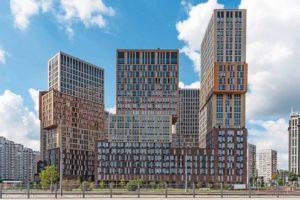 Wohntürme in Moskau mit strukturierter Klinker-Fassade.