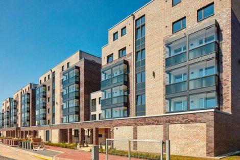 Klinkergebäude mit verglasten Balkonen. Bilder: Solarlux GmbH