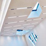 Die Architektur mit ihren Ecken und Kanten erforderte eine umfangreiche RWA-Planung. Dezentrale Anlagen sowie Fenster- und Beschattungsantriebe wurden über ein RWA-Bussystem miteinander verbunden. Bild: Courtesy of Leuphana University