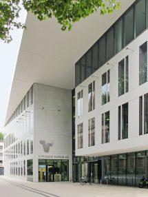 Visitenkarte für Bankhaus: Betonwerkstein - elegant flächenbündig