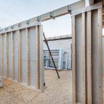 Tragende Innenwände wurden mit einer beidseitigen Beplankung aus Gipsfaser-Platten und Steinwolle-Hohlraumdämmung ausgeführt (REI 90 K245). Bild: fermacell