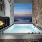 Ein nahezu rahmenloses Fenster ermöglicht den Ausblick auch während des Bades. Bild: Bürgenstock Hotels & Resort