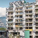 Fassade mit Schlangenhaut-Optik sorgt für Aufmerksamkeit. Bild: Prefa/Croce
