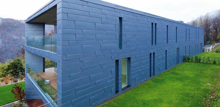 Fassade aus blauen Titanzink-Elementen. Bild: VMZINC   Paul Kozlowski