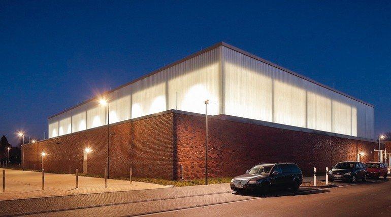 Transluzente Wärmedämmung im Profilglas der Fassade. Bild: Hans Jürgen Landes Fotografie, Dortmund (www.landesfoto.de)