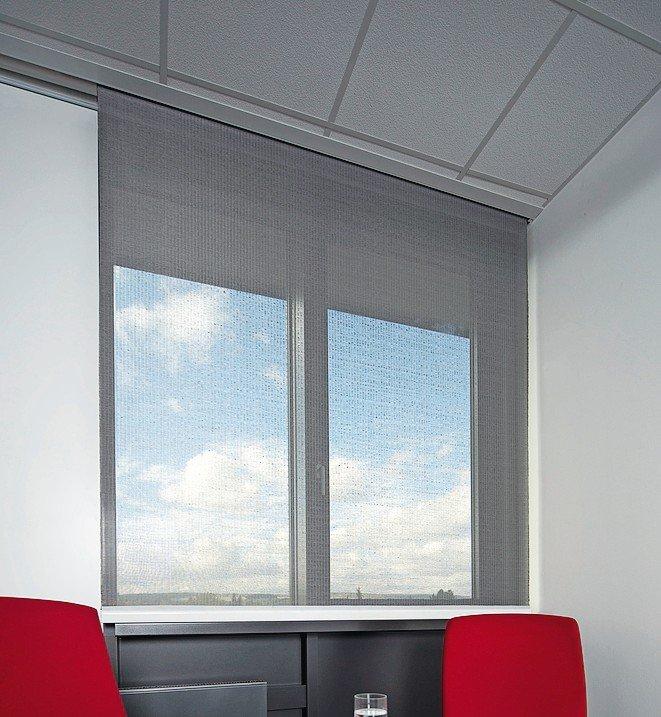 Innenliegender Sonnenschutz: Behang bietet individuelle Durchsicht je nach Dehnung. Bild: Warema