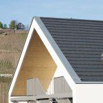 Das breite Alu-Blech am Ortgang bildet einen markanten Abschluss der Dachfläche. Bild: Creaton GmbH
