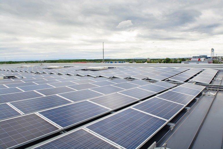 Durchdringungsfreie Montagesysteme für PV-Anlagen auf dem Flachdach. Bild: IBC Solar
