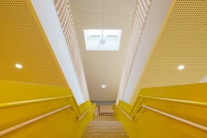 Um einen möglichst hohen Eintrag an Tageslicht zu gewährleisten, kamen auf dem Dach einer neuen Kita in Reinsdorf zahlreiche Flachdachfenster zum Einsatz.