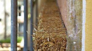 Ökologische Option: Strohdämmplatten für WDV-System