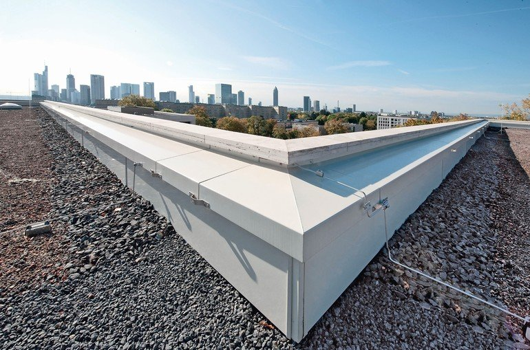 Kantprofile spielen beim Schutz und der Gestaltung, beispielsweise beim Übergang von Dach und Wand, eine wichtige Rolle. Bild: Richard Brink