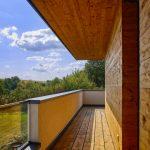 Holzverkleidungen dominieren im gesamten Obergeschoss. Bild: alwitra/Sven-Erik Tornow