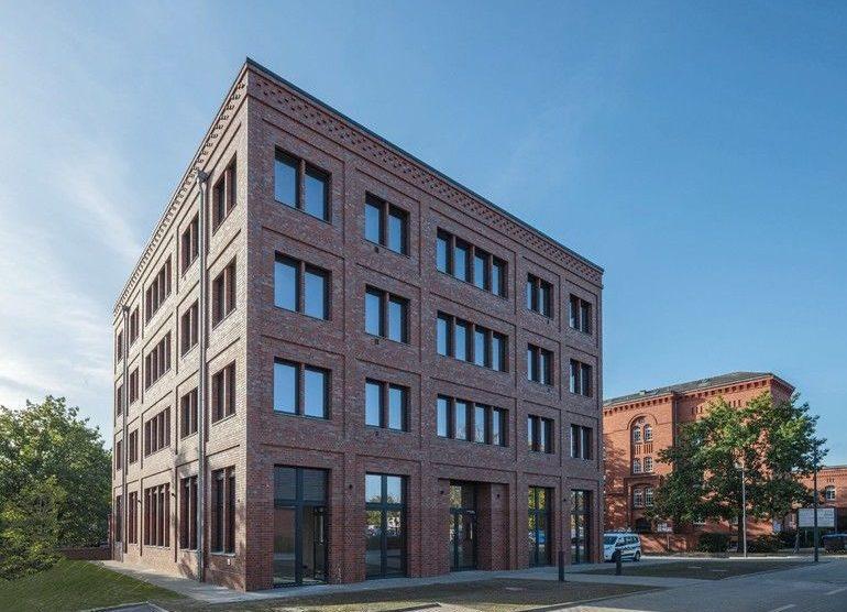 Bürogebäude mit Backsteinfassade, Berlin-Spandau