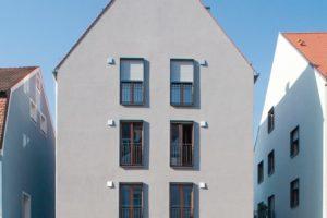 Mehrgeschossiger Neubau in monolithischer Bauweise aus hochwärmedämmendem Ziegel.