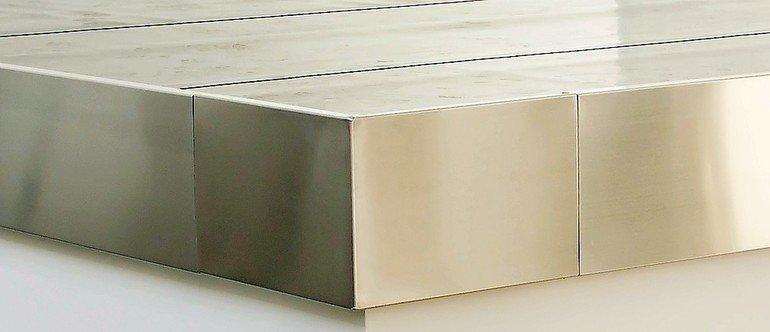 Dachrandabschlussprofil: Blendhöhe von 250 mm. Bild: FDT