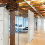 Durch die Glaswände bleibt der historische Raumeindruck erlebbar. Bild: Feco-Feederle