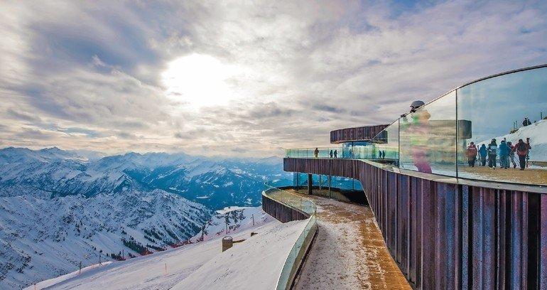 Das Nebelhorn bei Oberstdorf erhielt neues Gipfelrestaurant: Für die massiven Betonteile musste die Betonrezeptur auf die Transportzeit abgestimmt werden. Bild: HeidelbergCement AG/Steffen Fuchs