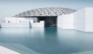 Im Louvre Abu Dhabi wurden insgesamt etwa 1 400 m2 der Akustik-Kühldecke und mehr als 12 000 m2 Akustikdecken aus Blähglas fugenlos installiert.