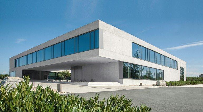 Sichtbeton für Bürogebäude in Erwitte: Effizienz und Optik im Einklang