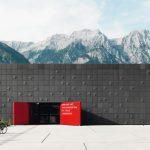 Fassadenplatten aus Glasfaserbeton mit individuellem Faltenwurf. Bild: Rieder Gruppe