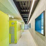 In den Umkleidebereichen des Fächerbads fiel die Wahl auf die eleganten Wechselkabinen Vitrum II aus Glas. Bild: Schäfer Trennwandsysteme