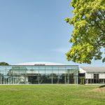 Das Fächerbad im Nordosten von Karlsruhe bietet seinen Gästen ein außergewöhnliches Schwimmbad-Ambiente. Bild: Schäfer Trennwandsysteme