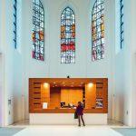 Der Haupteingang zum Musikforum befindet sich nun im ehemaligen Chor der alten Kirche. Bild: Schörghuber