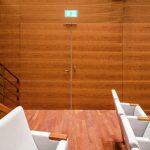 Die Türen sind stumpfeinschlagend ausgeführt, sodass sie sich besonders unauffällig in die Gestaltung der Wände einfügen. Bild: Schörghuber