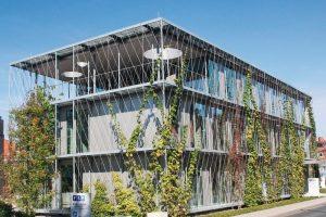 Filigrane Edelstahlseile für die Fassadenbegrünung