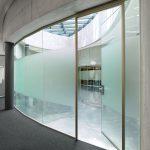 Das Glas lässt sich individuell an die Raumstruktur anpassen – Sichtschutz inklusive. Bild: Glas Trösch