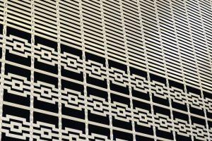 """Das Edelstahl-Gewebe """"Largo Design"""" besteht horizontal aus gelaserten Blechen, die mit unterschiedlichsten Geometrien versehen werden können. Bild: Haver & Boecker"""