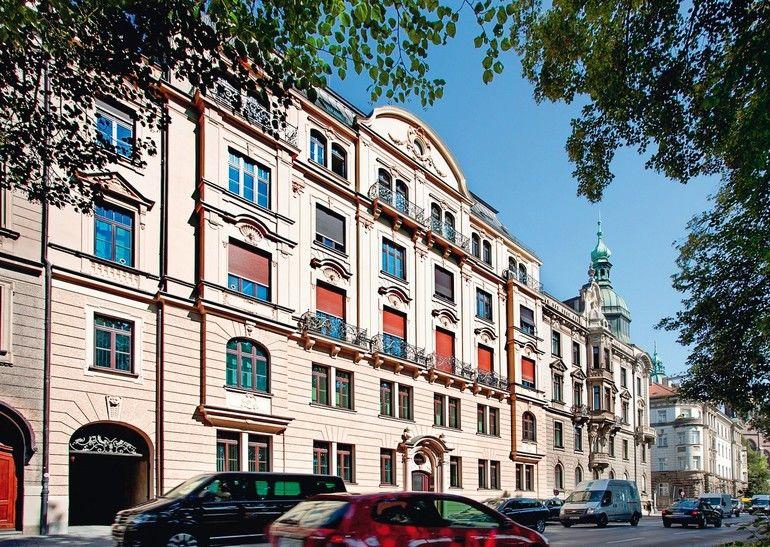 Holz-Denkmalfenster für denkmalgeschütztes Wohn- und Geschäftshaus in München