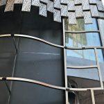 Für die geplante Wellenform der Fassade sorgt eine gut durchdachte Unterkonstruktion. Bild: Pohl Facade Division