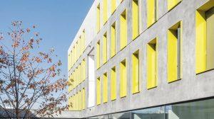 """Im neuen Studentenwohnheim """"Upper West Side"""" von bogevischs büro architekten sorgen u.a. zahlreiche Schallschutztüren für ruhiges Wohnen und Arbeiten."""