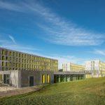 Der dritte Bauabschnitt wurde jüngst fertiggestellt. Neben 98 Studenten-Wohnplätzen finden hier die Verwaltung und die Kindertagesstätte ihren Platz. Bild: Schörghuber
